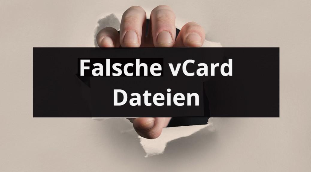 Hand zeigt Karte mit Aufdruck gefaelschter vCards