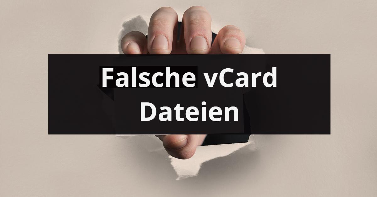 Hand zeigt Karte mit Aufdruck gefaelschte vCards